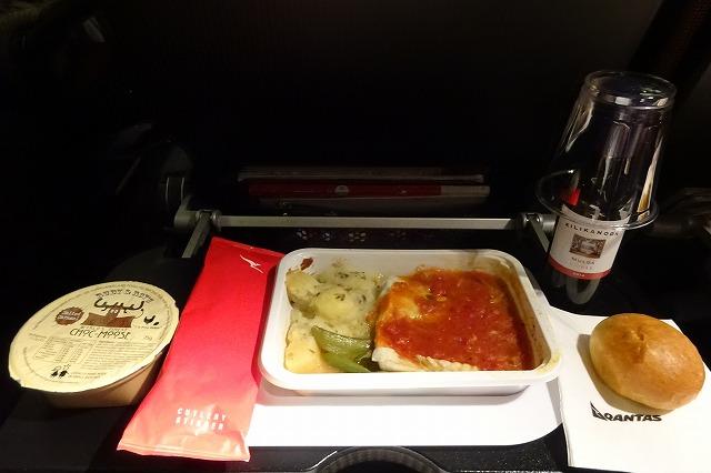 QF25カンタス航空エコノミークラス機内食