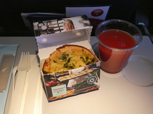 機内食 QF861