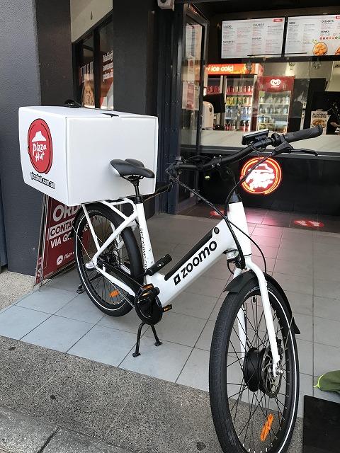ピザハットのデリバリー自転車