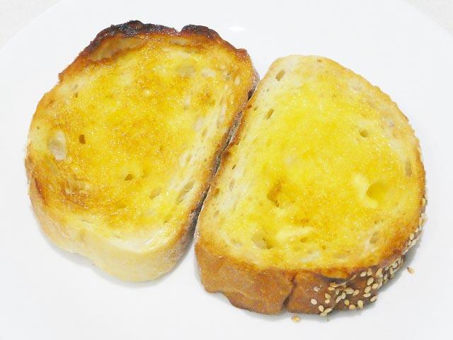 トーストにバター