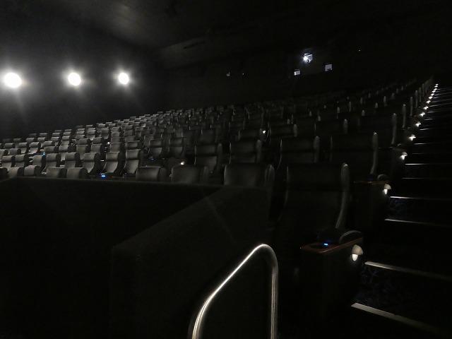 映画館貸切状態